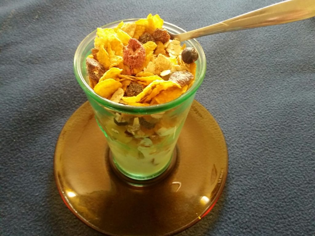 Cornflakes and Fruit Yogurt Smoothie