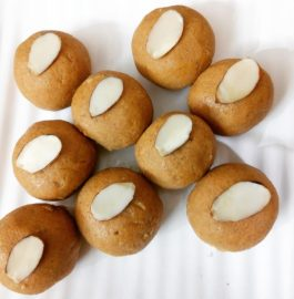 Besan ke Ladoo - Tasty Indian Sweet
