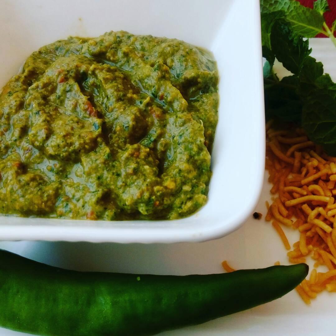 Mint And Bhujiya Chutney Recipe