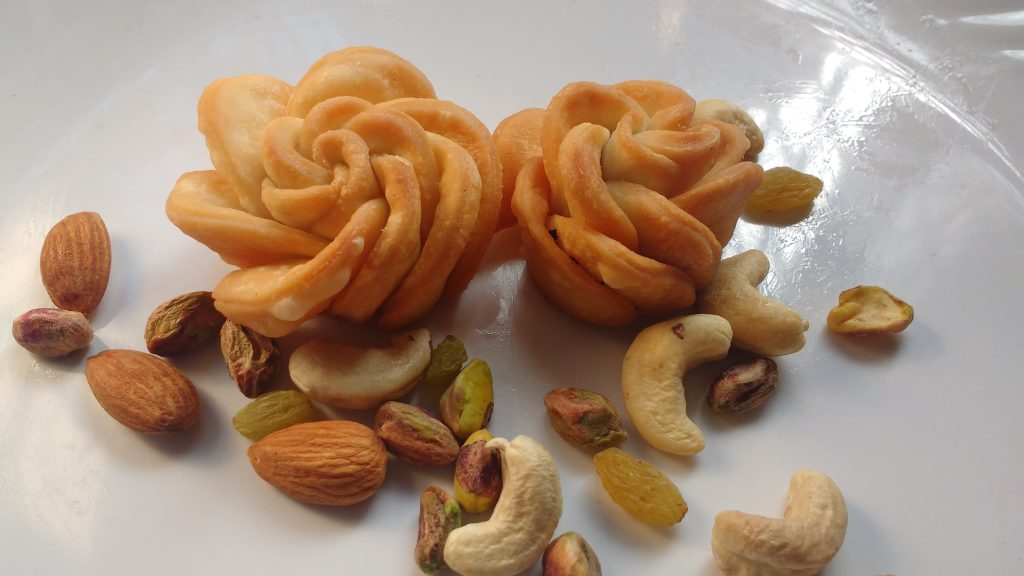 Rose Mathri Recipe