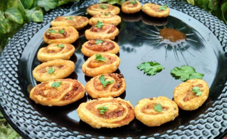 Pinwheel Samosa / Aloo Bhakharvadi Recipe