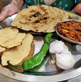 Jwar Roti And Lehsun Chutney | Village Thali Recipe