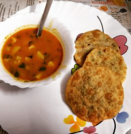 Luchi And Panchforan Aloo Sabji Recipe